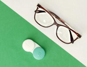Contact-Lenses-VS-Glasses
